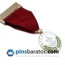 Medallas estilo militar.