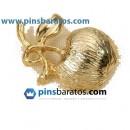 Fabricar pins de oro personalizados.