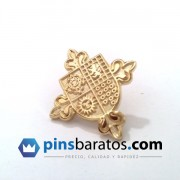 Pins con relieves.