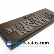 Pins de metal negro - placa