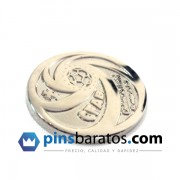 Pins de metal color plateado 2D.