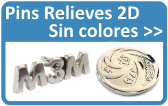 Pins personalizados con relieves, en acabado plata, oro y bronce.