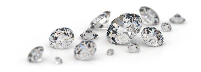 Insignias de oro con diamantes.