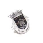 Pins personalizados con logo de escudo de pueblo, impresos.