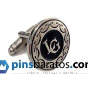 Gemelos personalizados con logo de empresa, también pueden ser con letras especiales para boda.